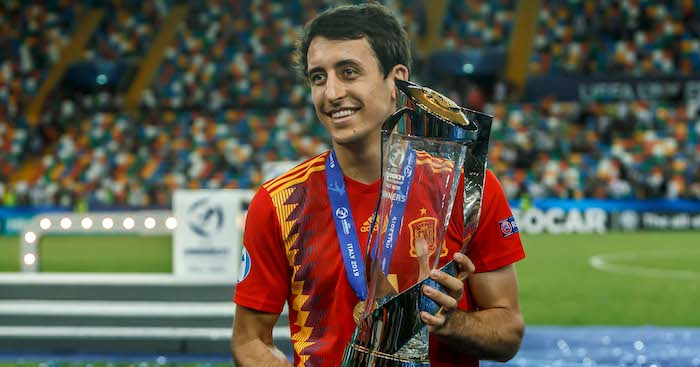 Oyarzabal holds the Euro under-21 trophy